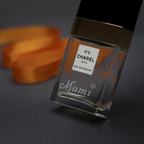 Handgravur_Parfumflakon_Mami